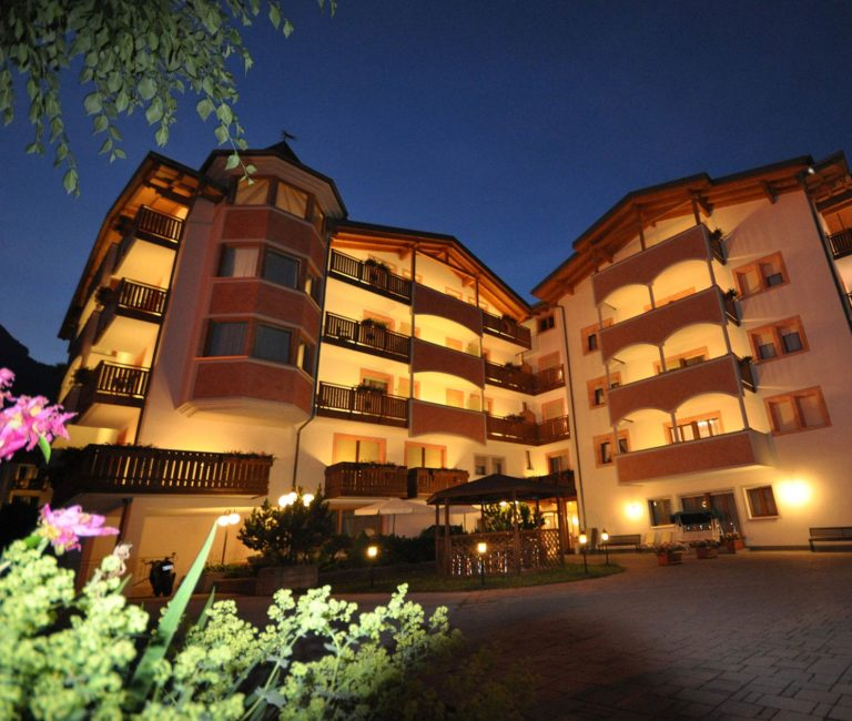 Esterno notturno Hotel Select