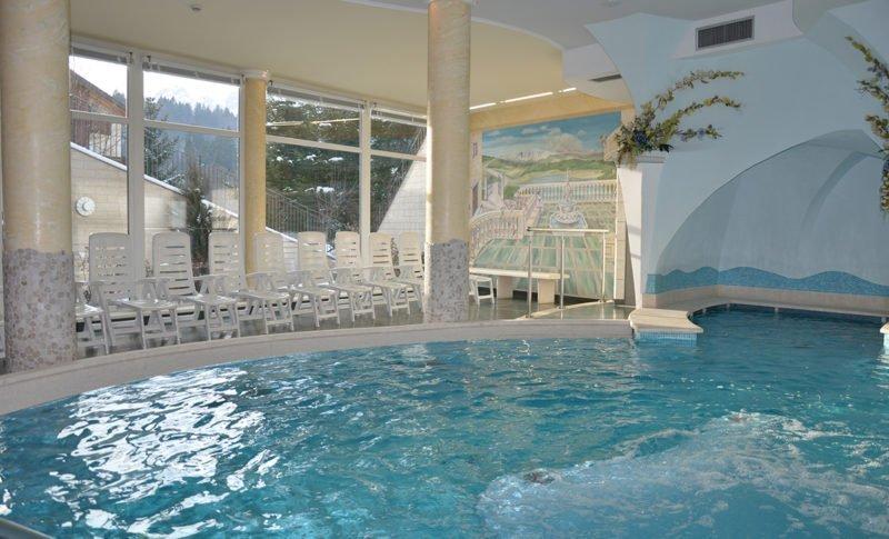 Vasca idromassaggio centro wellness Hotel Select
